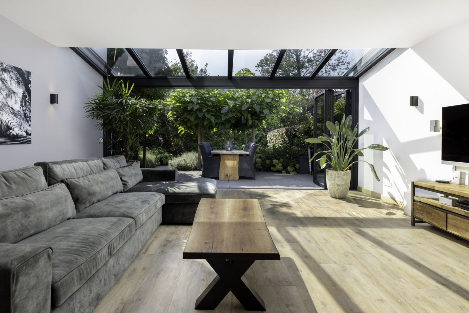 Kültéri harmonika ajtó tető bevilágító elemmel