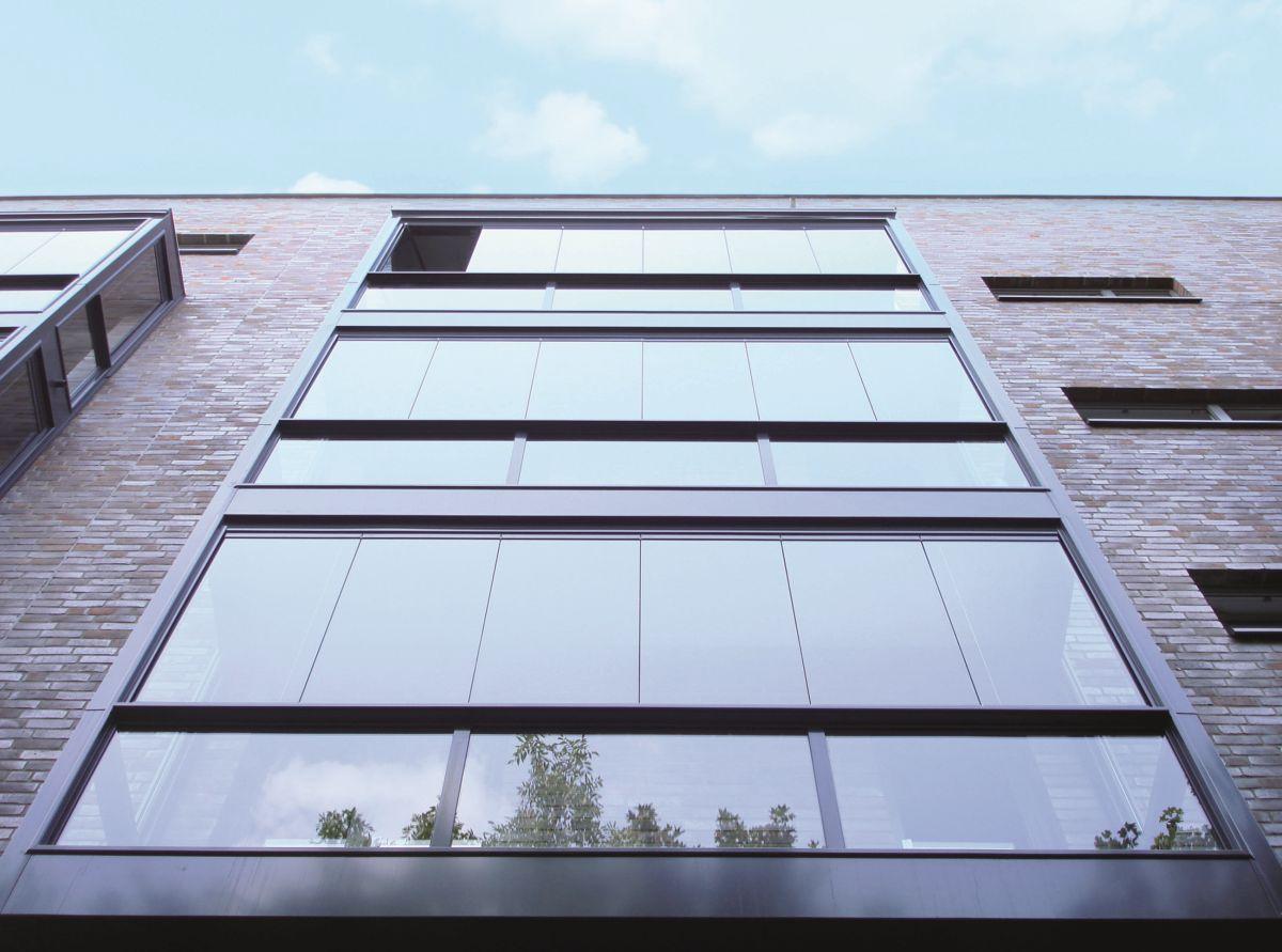 Balkonüvegezés Solarlux SL25 lapozható üvegfallal